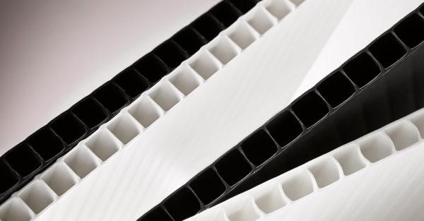Kennomuovilevy 2400 x 1200 // x 2mm musta