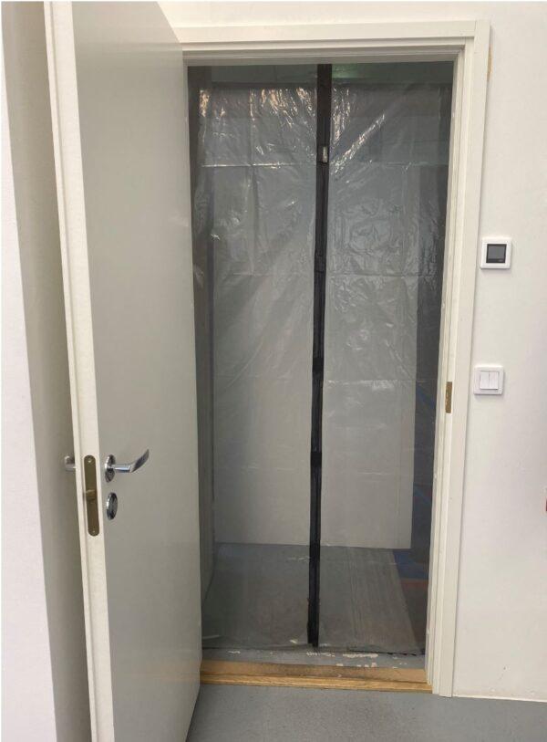 Magneetillinen raksa-ovi